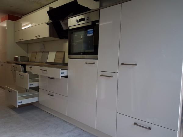 Lagerverkauf neu Magnolia Hochglanz Küche inkl.E-Gerät in Frechen ...