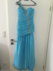 Maßgeschneidertes Abendkleid (hellblau)