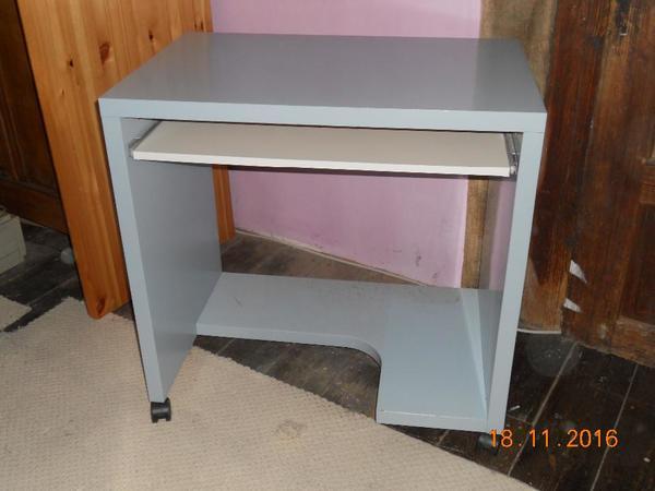Schreibtisch ikea mikael  Mikael Computer-, Schreibtisch von IKEA auf Rollen in Dielkirchen ...