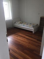 Möbelliertes Zimmer in