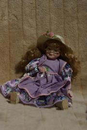 Puppe aus Porzellan