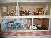 Puppenhaus mit Inventar