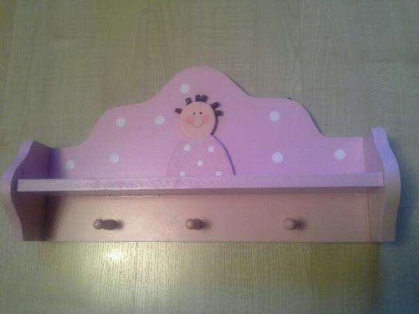 rosa Kindergarderobe