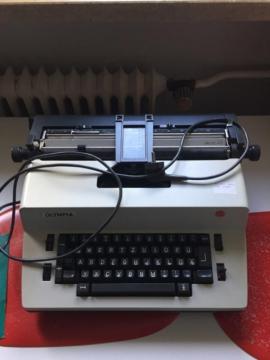 Büromaschinen, Bürogeräte - Schreibmaschine Olympia Electric 45 mit