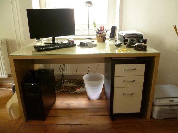 Schreibtisch ikea malm  Schreibtisch Ikea Malm mit Glasplatte sehr gut erhalten in ...