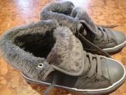 Schuhe grau mit Fell Größe