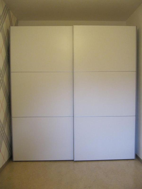 schwebetürenschrank / schlafzimmerschrank weiß neuwertig in, Wohnideen design