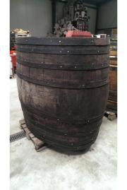 Sehr große Holzfässer zu verkaufen