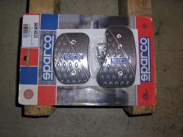 Sparco - Pedal Set / Racing Pedale - Pforzheim Haidach - Sparco SPARCO Alu- Pedal Set, 3teilig Maße: Bremse + Kupplung: 55mm auf 90mm Gaspedal: 110mm auf 65mm verjüngt sich auf 45mm Befestigungsmaterial ist anbei. Privatverkauf! Hier tritt das neue EU Recht nicht in Kraft, keine Garantie,  - Pforzheim Haidach