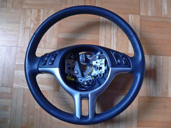 Sport-Lederlenkrad BMW 3er E46 (neu beledert) - Hemmingen - Hallo,hier wird ein sehr gut erhaltenes Sport-Lederlenkrad mit Multifunktionseinheit (ohne Airbag-Einheit) für den BMW E46 angeboten.Das Lenkrad stammt aus einem BMW 330d (E46, Baujahr 05/2001).Die Multifunktionseinheit ist voll funktionsfäh - Hemmingen