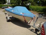 Sportboot mit Aussenborder