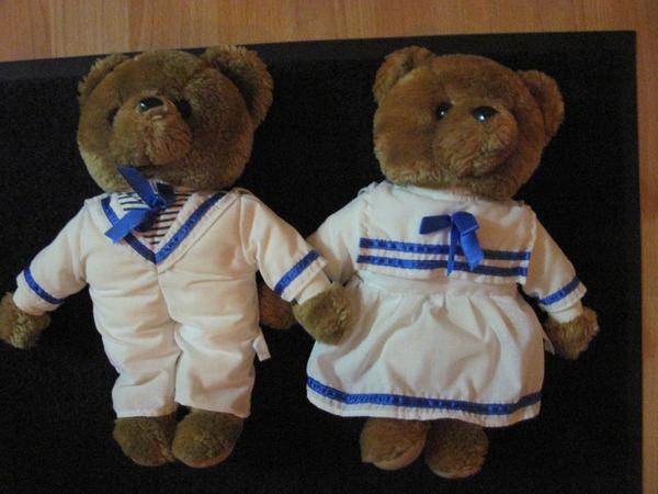 Teddy-Bären Pärchen, Seemann / Matrose - Berlin Lankwitz - Dieses Bären-Pärchen war bisher Deko auf einem Boot. Jetzt suchen die beiden ein liebes zu Hause. Sie wurden noch einmal gewaschen, bevor sie beim Fotoshooting waren.Größe: ca. 30 cm - Berlin Lankwitz