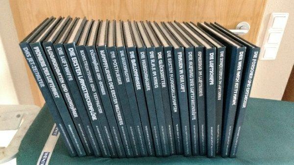 Time Life Bücher, Geschichte der Luftfahrt 22 Bände - Aidlingen - Sehr schöne Time Life Bücher Sammlung über die Geschichte der Luftfahrt.Viele Fotos in S/W, mit gemalten Bildern und Zeichnungen, zum Teil taktische Karten. Bücher sind in einem guten Zustand.Die Bücher stammen aus einer Bibliothek (Stemp - Aidlingen