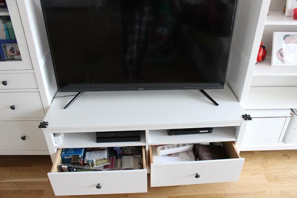 tv m bel kombination vitrine mit 3 schubladen wei in augsburg ikea m bel kaufen und. Black Bedroom Furniture Sets. Home Design Ideas