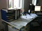 Verkaufe massive Metall-Büroschreibtische mit Steckdosenleiste