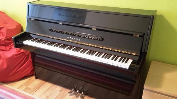 Verkaufe sehr gut erhaltenes Piano Yamaha-Eterna - Mosbach - Verkaufe ein sehr gut erhaltenes Piano der Marke Yamaha-Eterna. Model ERC-10E/P schwarz lack poliert.Das Piano ist aus dem Jahr 1998 und nur sehr wenig benutzt und daher sehr gut erhalten.Seit unsere Tochter vor ca. 15 Jahren das Klavier spielen - Mosbach