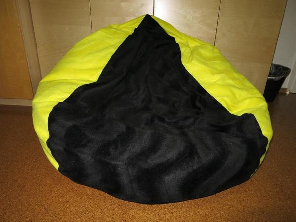 xxl sitzsack bvb schwarz gelb waschbar 7 mon alt 1a zustand in hannover polster sessel. Black Bedroom Furniture Sets. Home Design Ideas
