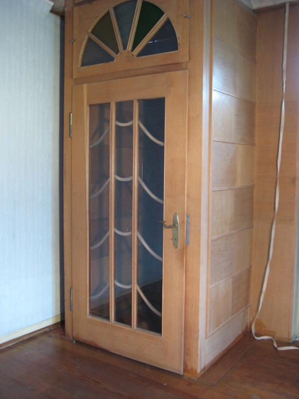 Großer Schrank zimmer klein windfang eingangstür speisekammer raumteiler tür großer